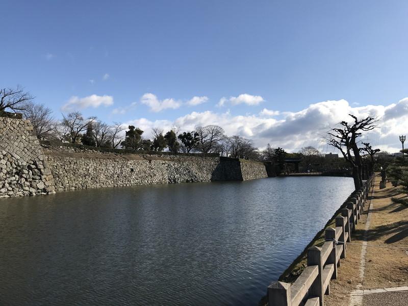 姫路城の前のお堀